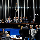 A vez do show no Senado