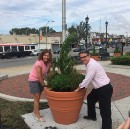 Henon joins others in showing his green thumb