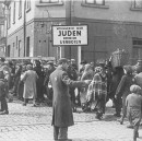 A Chance Encounter with Two Women from the Lodz Ghetto