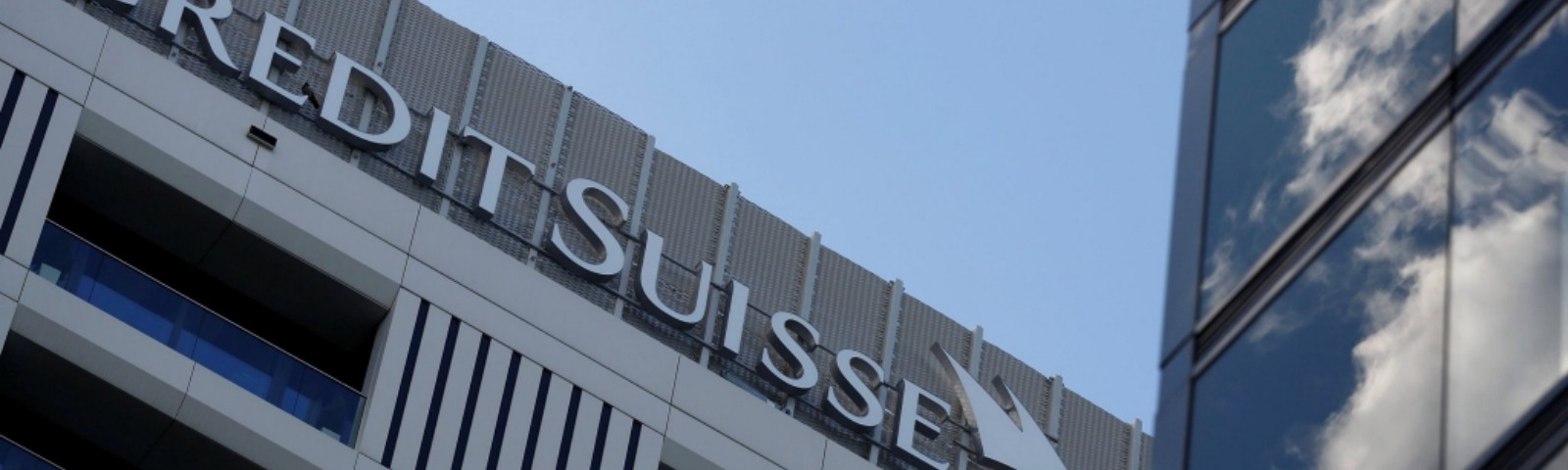 Credit Suisse executives agree 40% cut to their bonuses