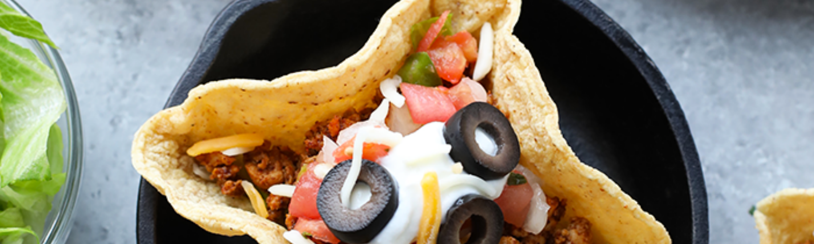 Taco Tuesday just got a whole lot cuter! Get the whole family involved and make these adorable mini taco cups made with homemade hard taco boats!