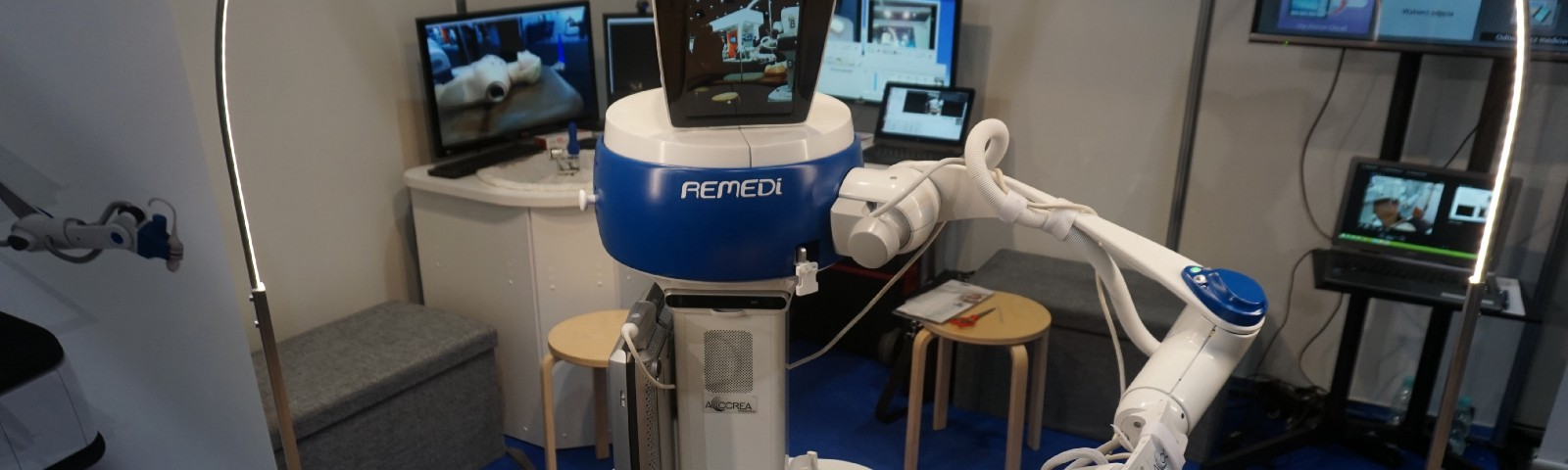 A new robot under development can send information on the stiffness, look and feel of a patient to a doctor located kilometres away. Image credit: Accrea