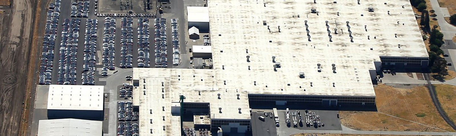 Unraveling a Tesla Mystery: Lots (and Lots) of Parked Cars - The New on