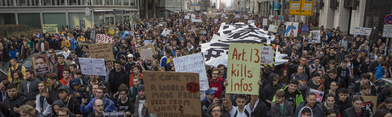 In Berlin, tens of thousands of people took to the streets against the planned reform of the EU in copyright law.