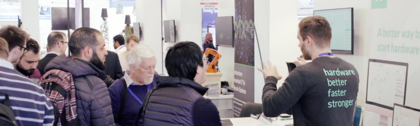 Wisebatt employee presenting the company on a booth at embedded world 2019
