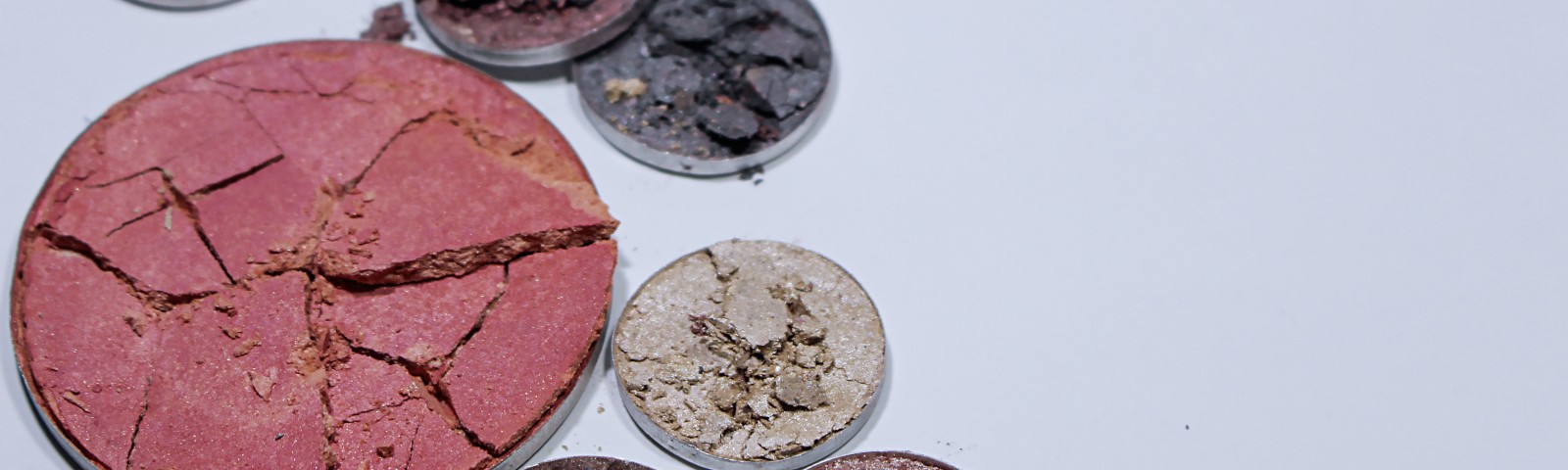 Circles of cracked makeup powder