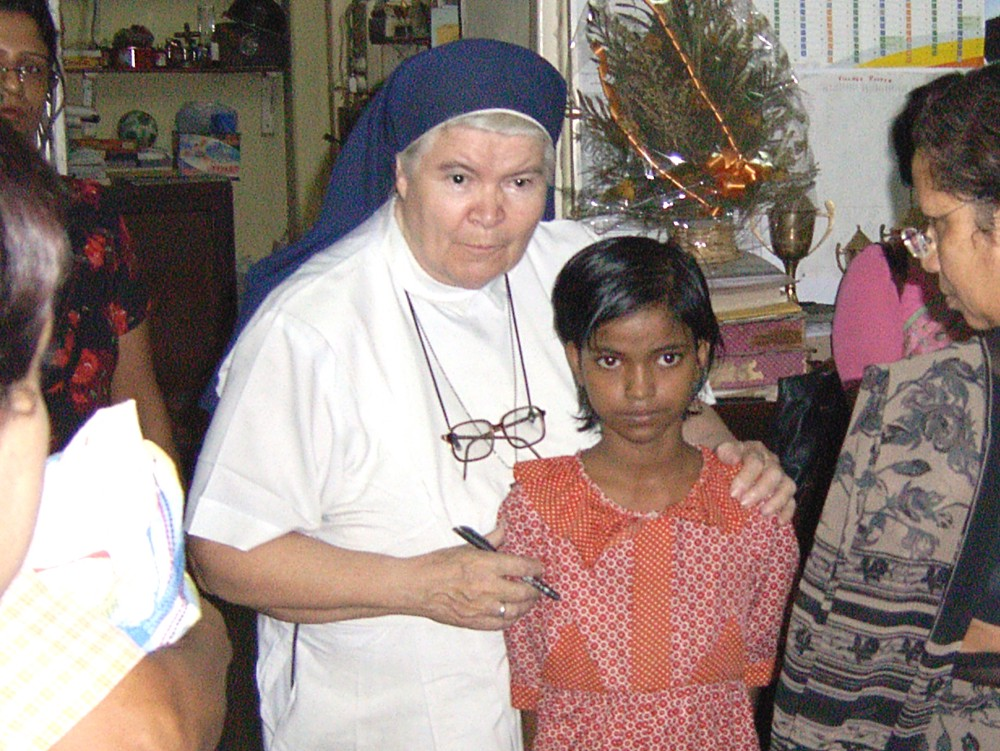 Sister Cyril and a new student at the Loreto Sealdah School