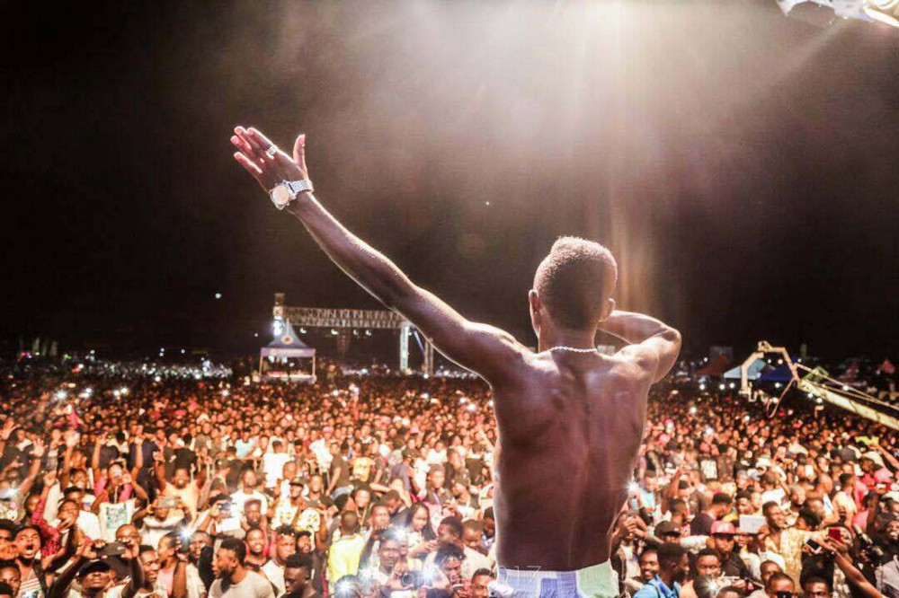 Patapaa performing One Corner at Ashaiman to the World concert in September 2017