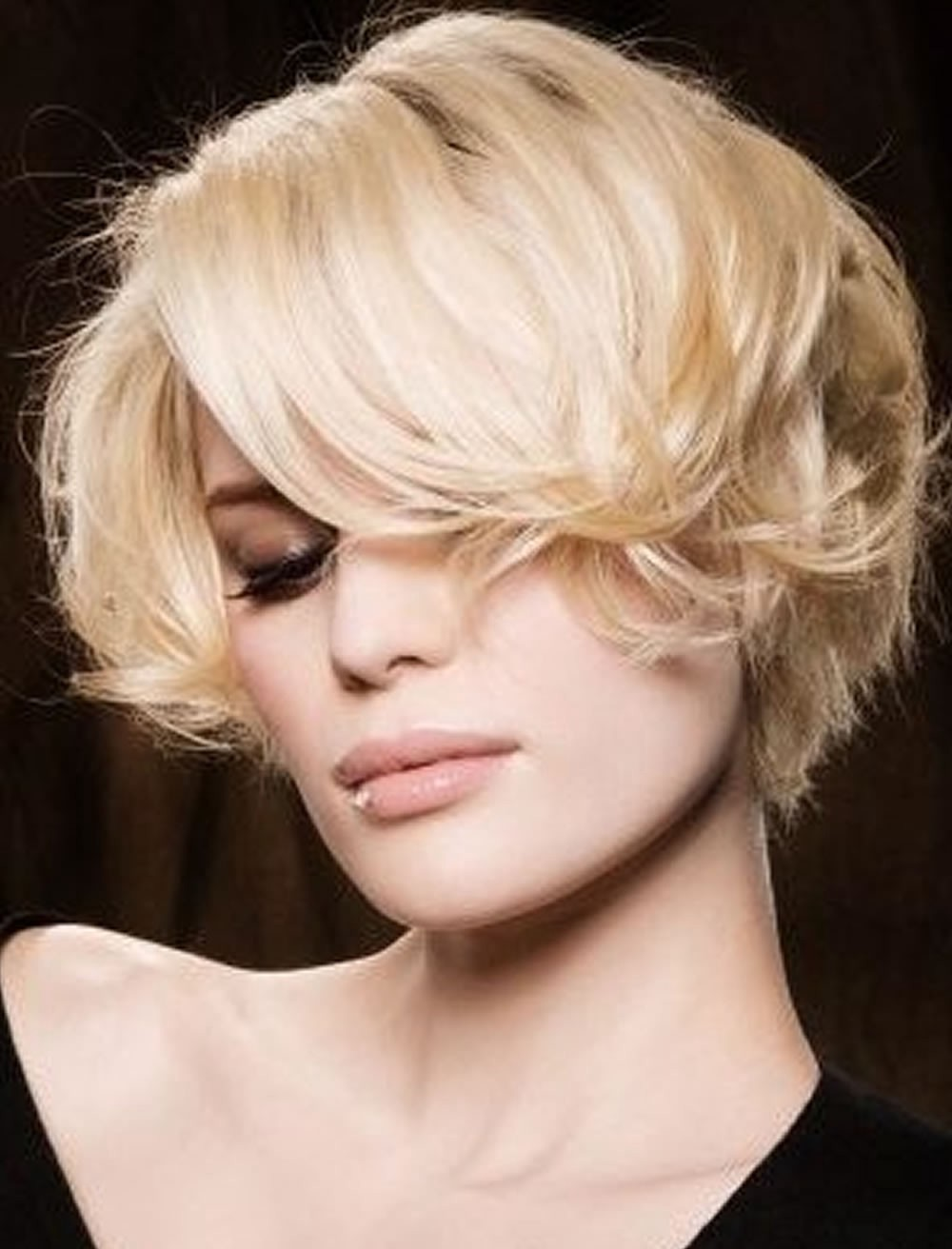 Short Haircuts In Autumn Winter 20182019 Hair Medium