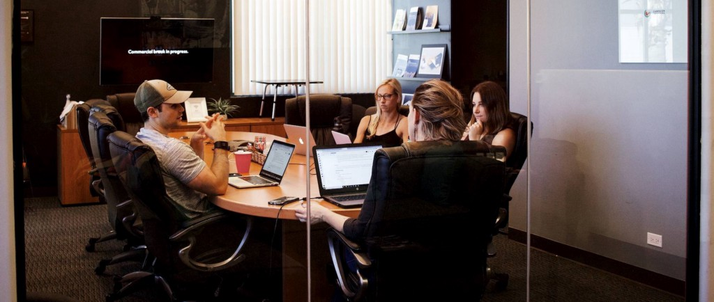 How to Manage an Extended Team: Pitfalls and Opportunities