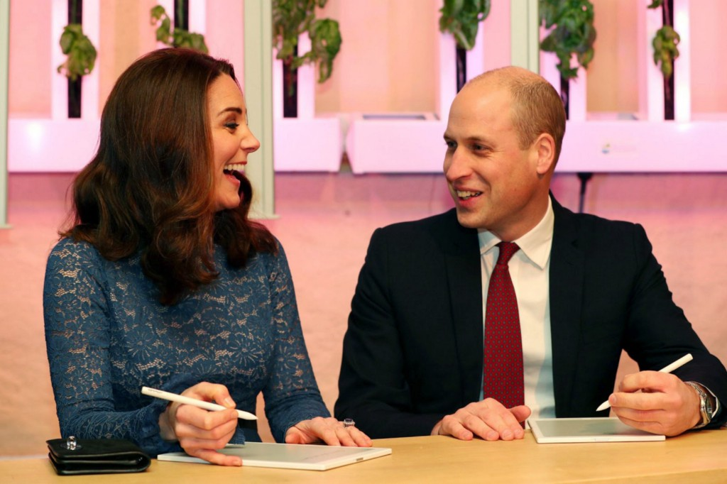 Prince William and Kate Middleton give the reMarkable paper tablet the royal treatment on tour…