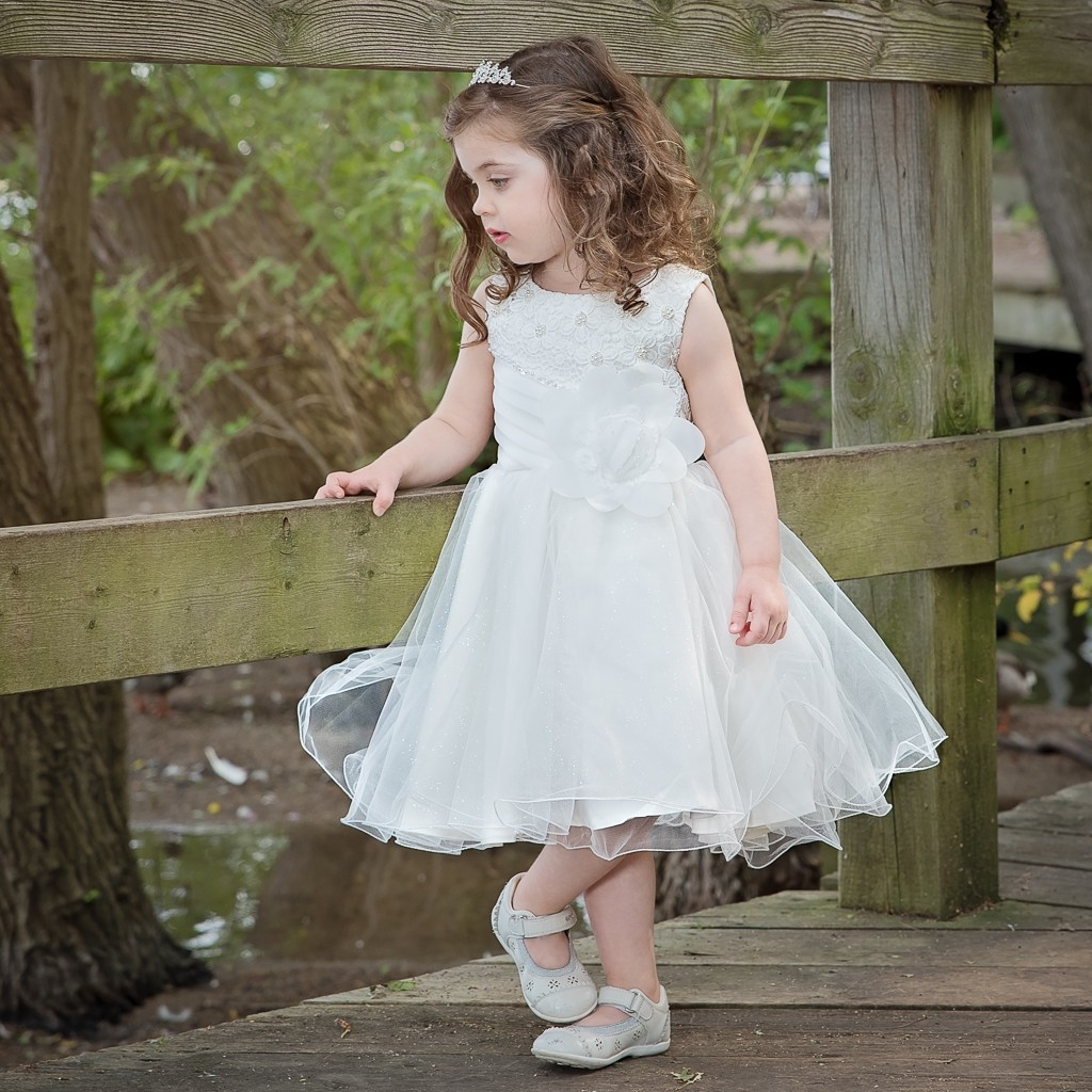 How To Choose The Right Flower Girl Dresses For A Beach Wedding