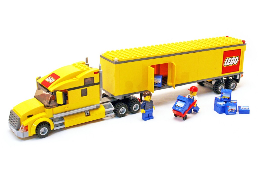 A shiny Web App from LEGO— truck + trailer