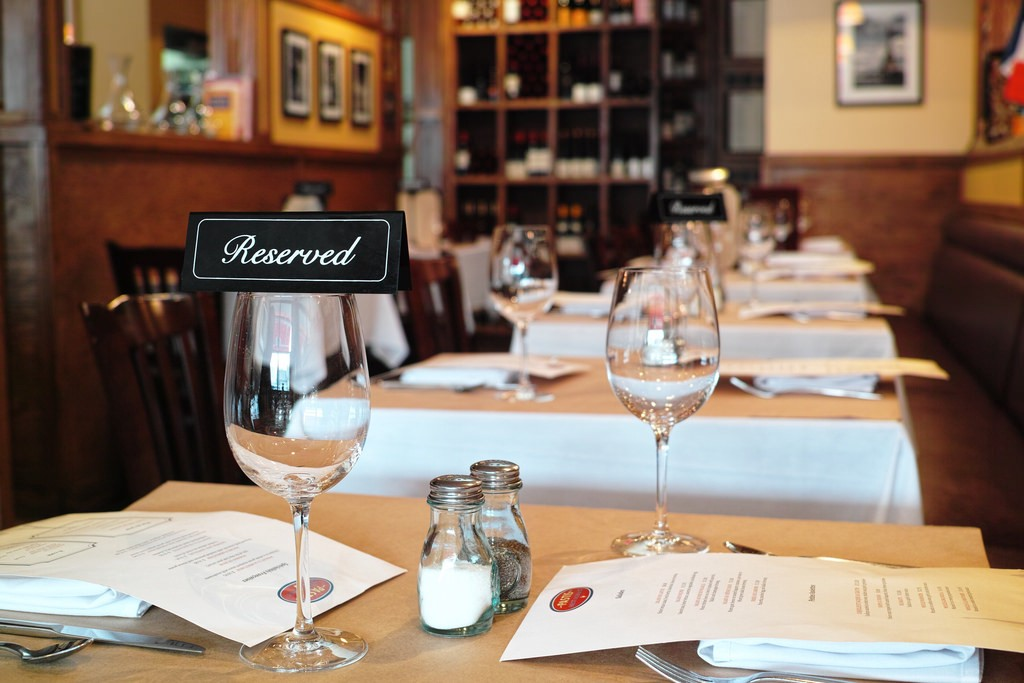 Reasons Why Your Restaurant Needs Online Reservations - Restaurant table booking