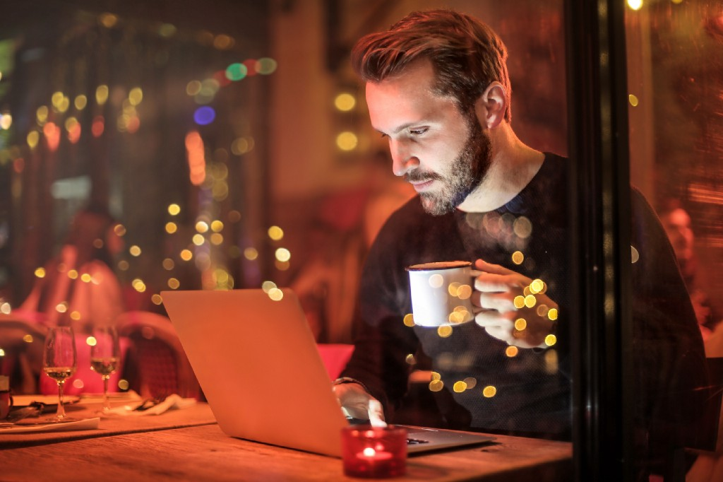 Why I Work at Night and Write 3,000 words each time.