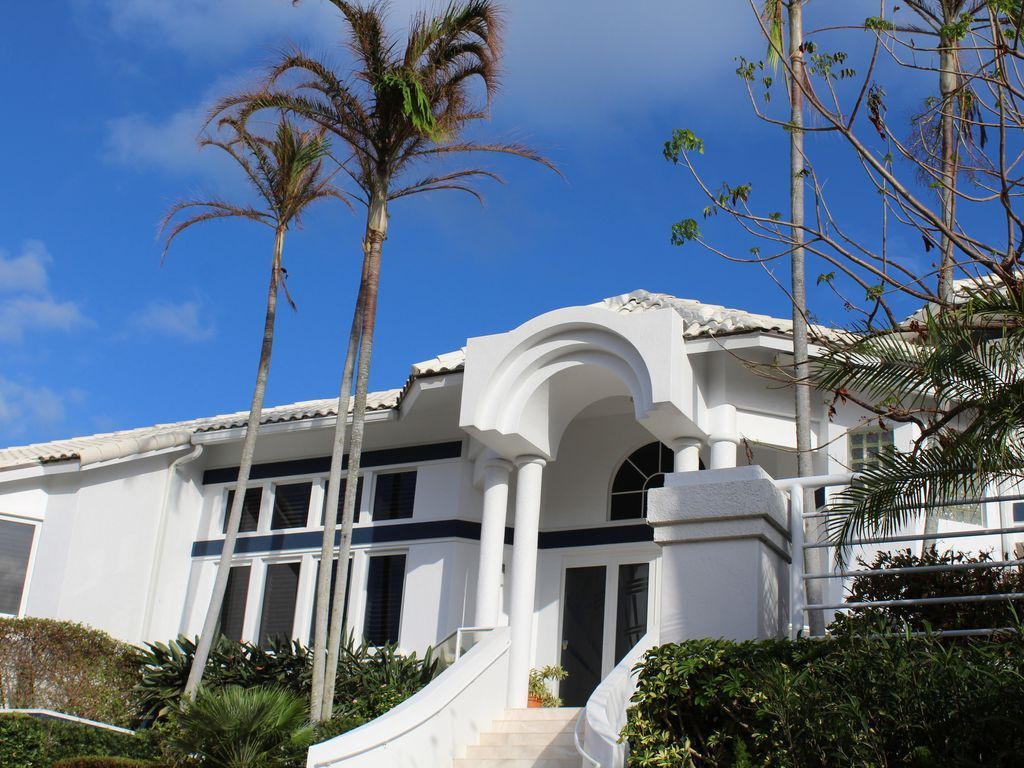 Awesome Luxury Beach House Rentals Florida Part - 7: Florida Luxury Beach Home Rentals Welcome You To Their Own Ocean Bay Luxury  Beach House Accommodated With Seven Bedrooms And Four Bathrooms, ...