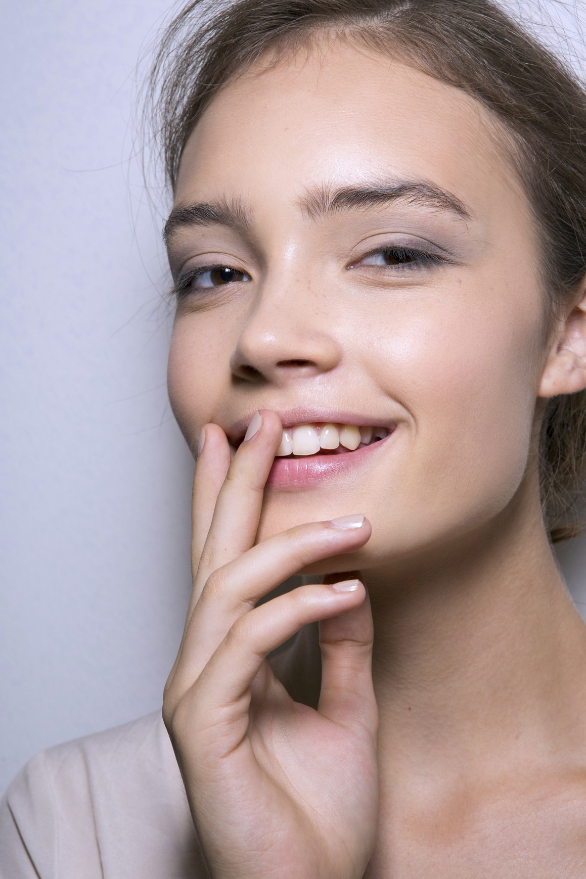 How to Apply Makeup That Looks EffortlesslyDewy