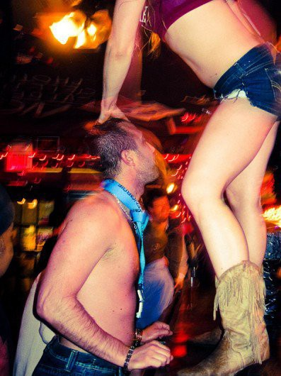 aad9c397 What It Takes To Be A Coyote Ugly Bartender – NYU Local