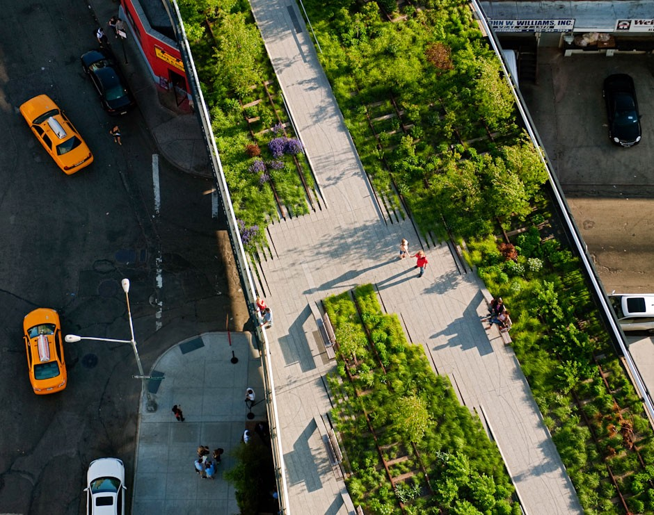 The High Line by the architect James Corner (JCFO, NYC), speaker at reSITE 2015: an iconic example of a public space that catalyzes the economy and vibrant community life. Photo: JCFO archive.