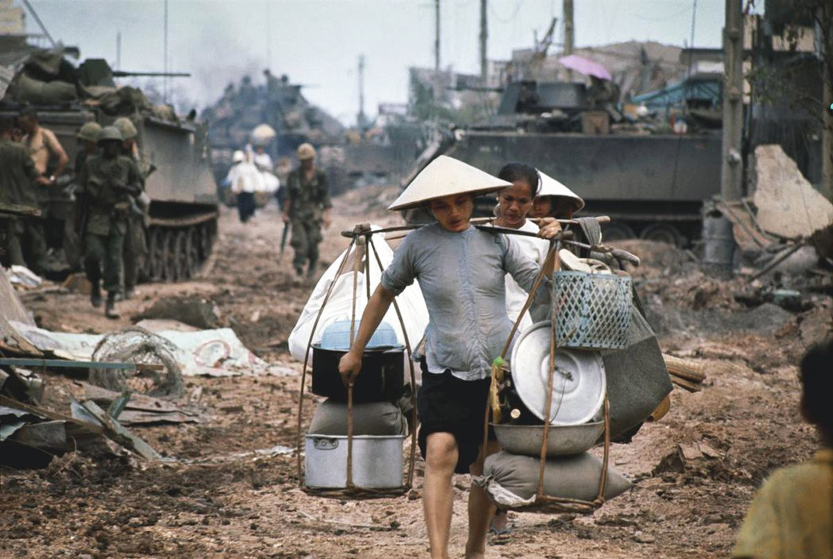 Title: Refugees in Saigon during the fighting in May 1968. | Author: Phillip Jones Griffiths | Source: manhhai | License: CC BY 2.0