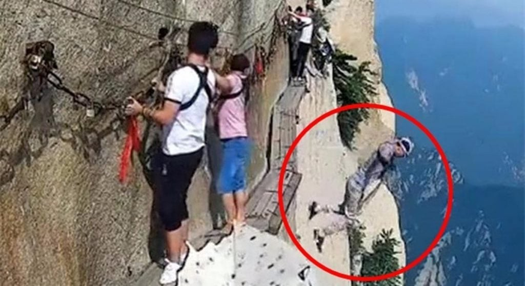 man unhooks safety harness jumps to his death from huashan s cliffside plank path. Black Bedroom Furniture Sets. Home Design Ideas