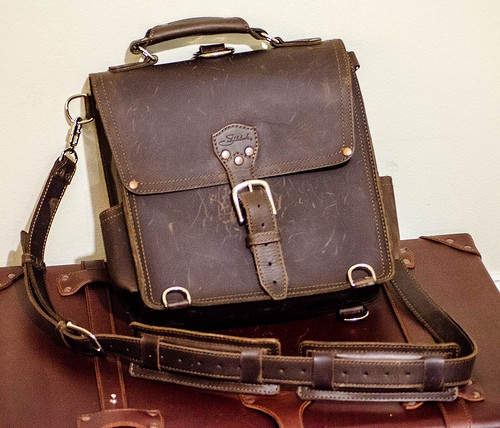 Leather Reviewamp; Giveaway Saddleback Accessory Messenger Bag mNOv0y8nw