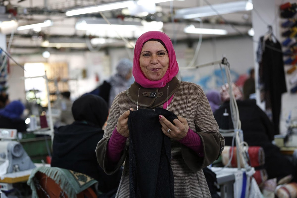 Fatima on the factory floor. (Alaa Badarneh for USAID)