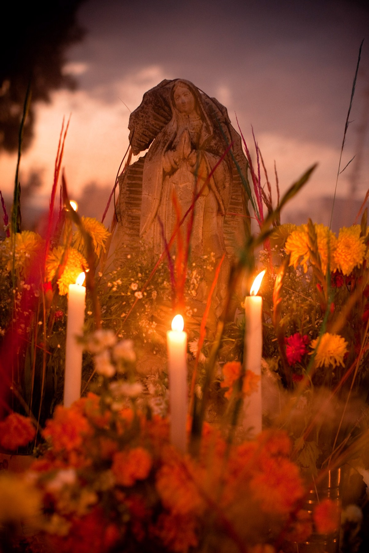 Families decorate graves for the candlelight vigil known as La Alumbrada during Day of the Dead in Mixquic. ©James Fisher 2017 All Rights Reserved