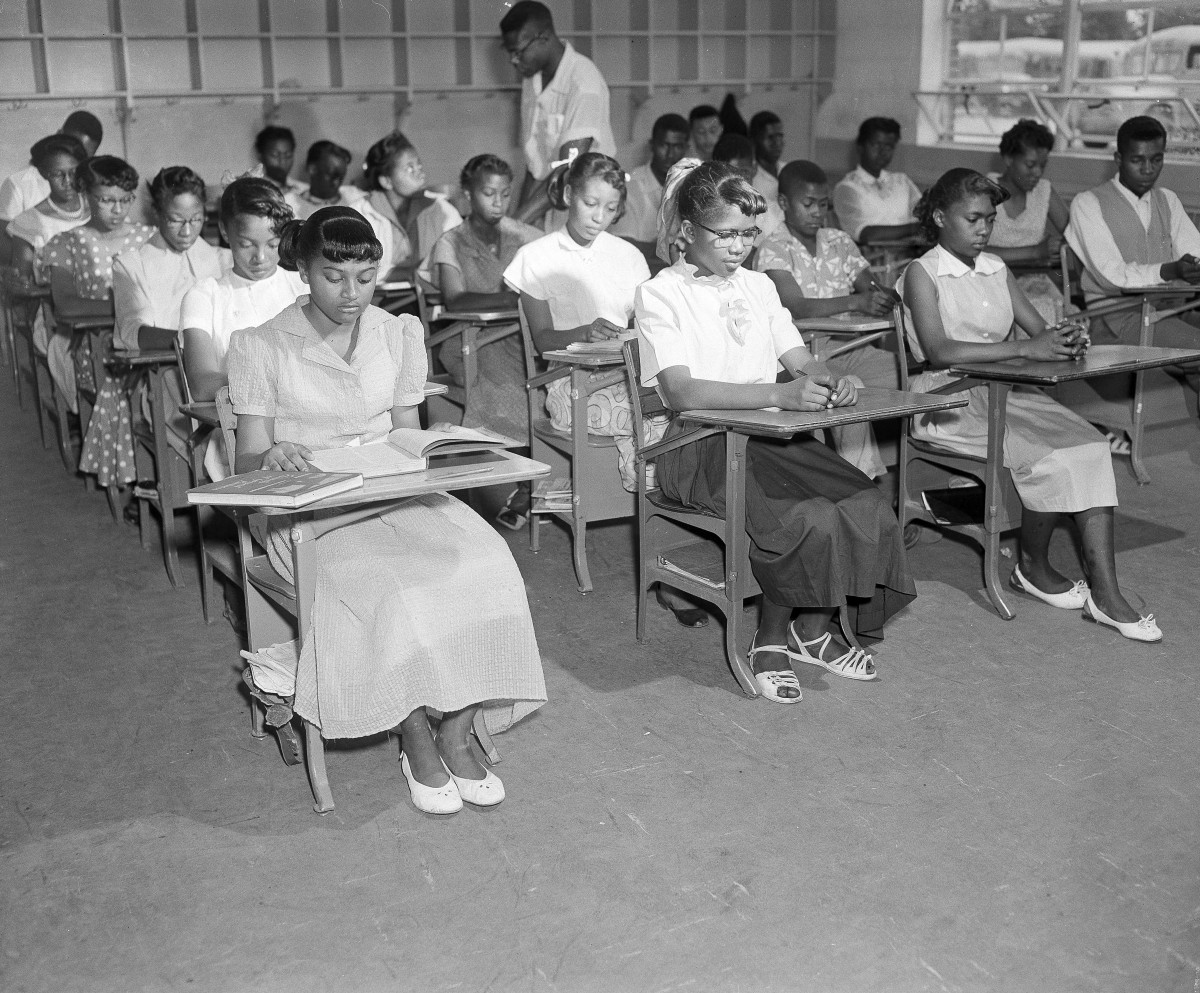 segregated schools in the south - 585×484