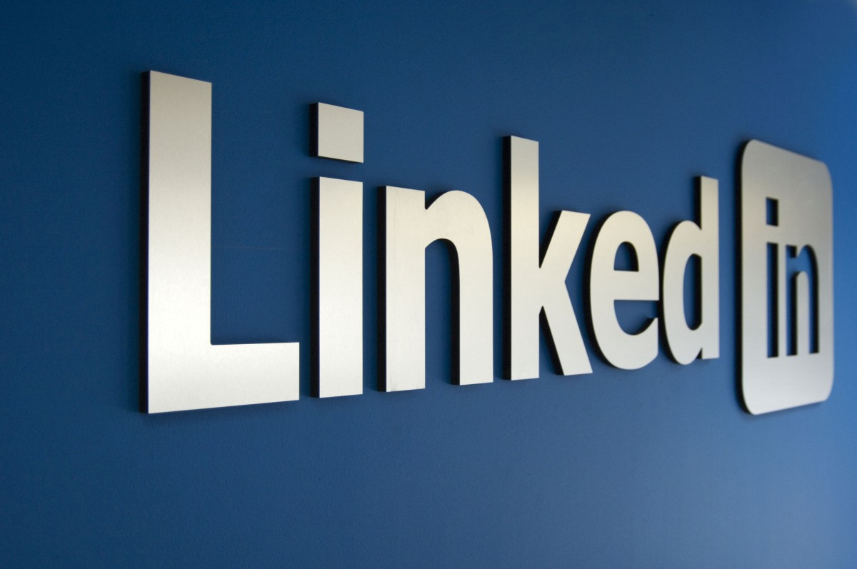 LinkedIn lets users share own videos