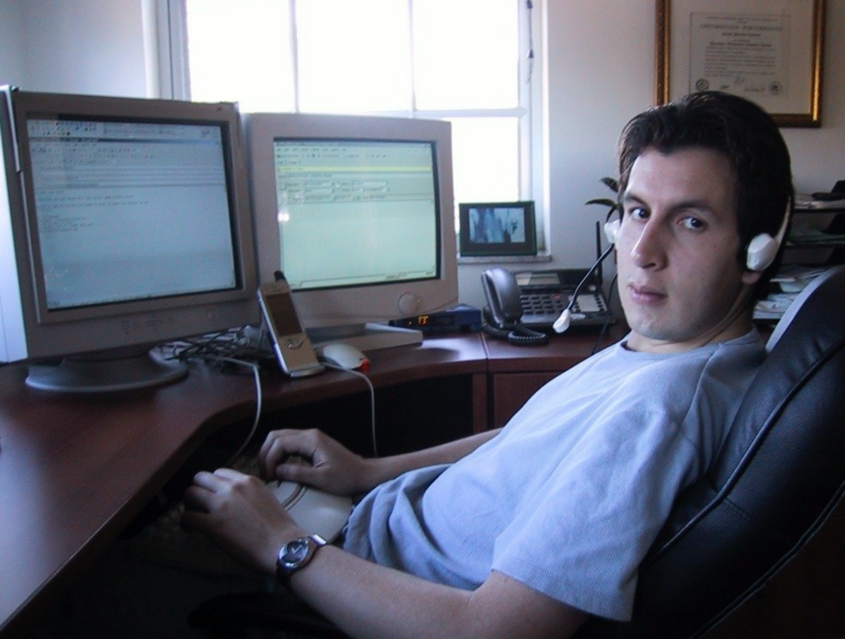 Voice123: image of Alexander Torrenegra sitting in front of computer screens