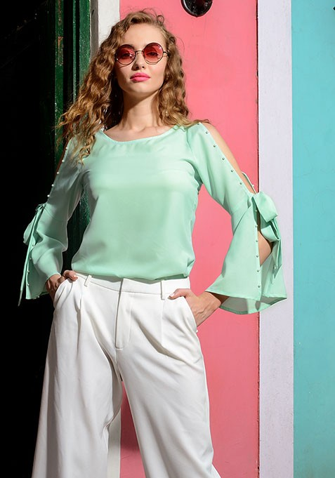 a345a9cef494d8 The best part is that cold shoulder tops and dresses have been in trend for  quite some time and as per fashion Gurus