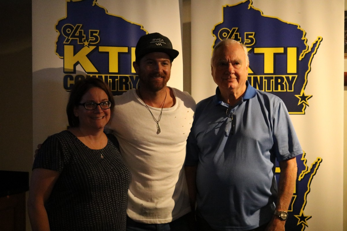 Kip moore rocked miller park on country night cait covers the bases following his time on tv kip attended a meet and greet with fans in the 2011 brewers suite before returning to his green room to finish watching the game m4hsunfo