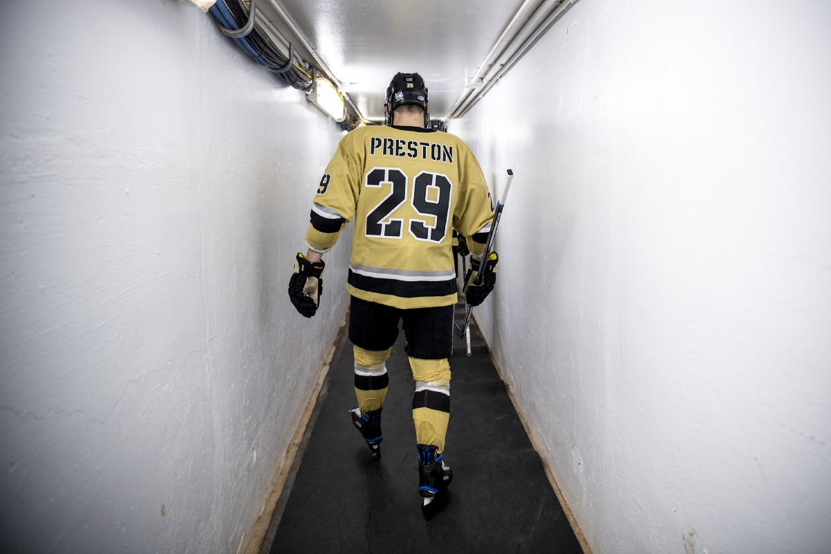 25e96ea3d ... between Army West Point and Bentley University. Bentley made it to 2–0  all time at Capital One Frozen Fenway, with a 3–1 victory last night.