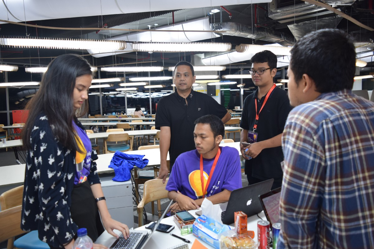 Starting Our Journey With Hackathon Btpn Development Hut Medium Top Up Jenius Balance 3 Teams Are Chosen By The Judges As Most Innovative Working Prototype Team Uvvuvwevue Proposes To Incorporate Point Reward System