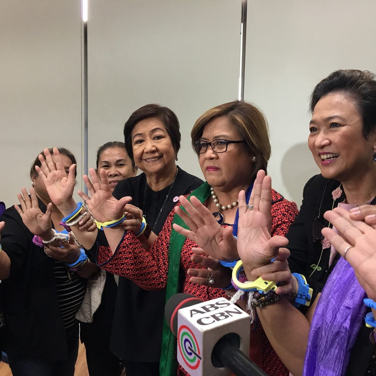 Women handcuff themselves to Leila de Lima to show solidarity with her at  the time of her arrest in February (photo  Sylvia Claudio) e13286b3d6a