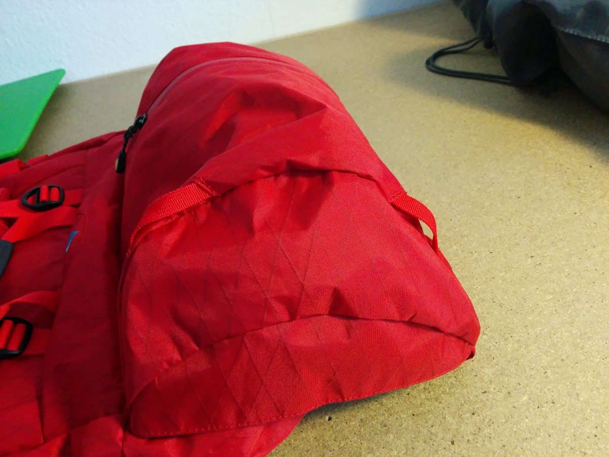 9bb914ad00 Only one zipper bag in the lid, however quite large. The Equipment belts  are a bit more sturdy than those of the BD Speed.