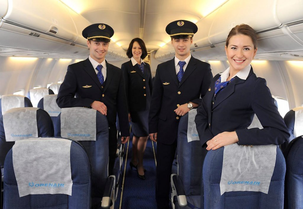 cabin crew of role and responsibilities Unit 22: onboard passenger operations unit by investigating the role and responsibilities of the senior cabin crew and skills to perform the cabin crew role.