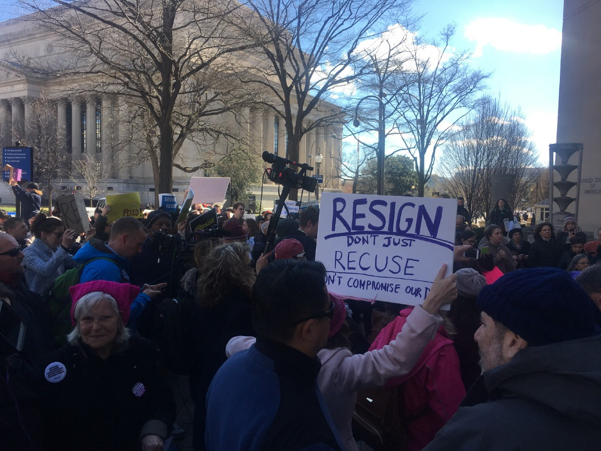 Outside the DOJ, protesters and members of Congress call ...