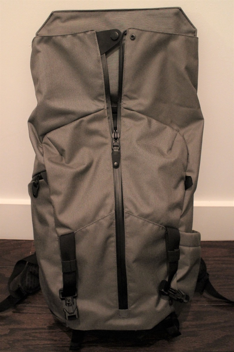 bd6c75e8e9 ... backpack s front face. This reduces the amount you need to unzip and  opens up the bottom of the bag