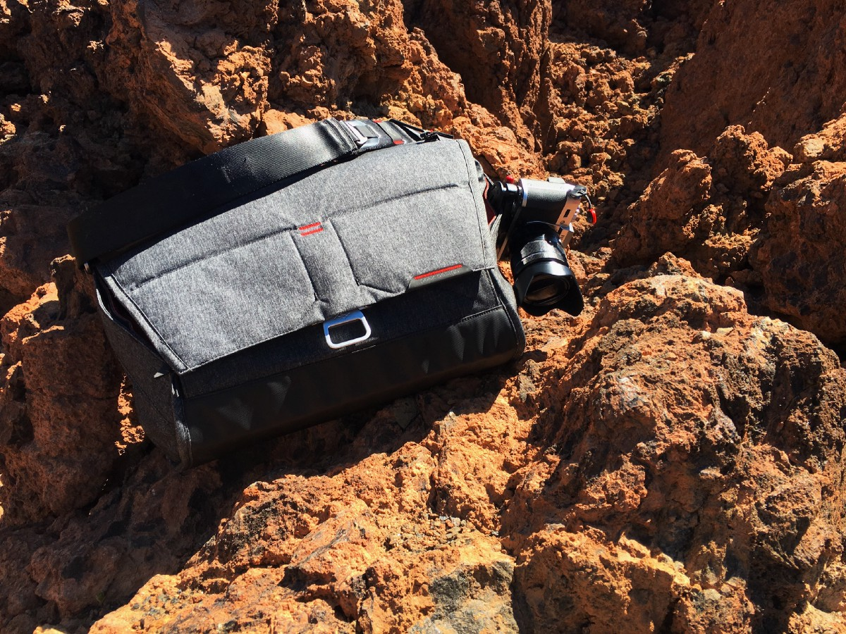 One Year Of Peak Designs Everyday Messenger Compared To Month Design Shell Large My With Fuji X T10 On The Side At Mount Teide A Volcano In Spain