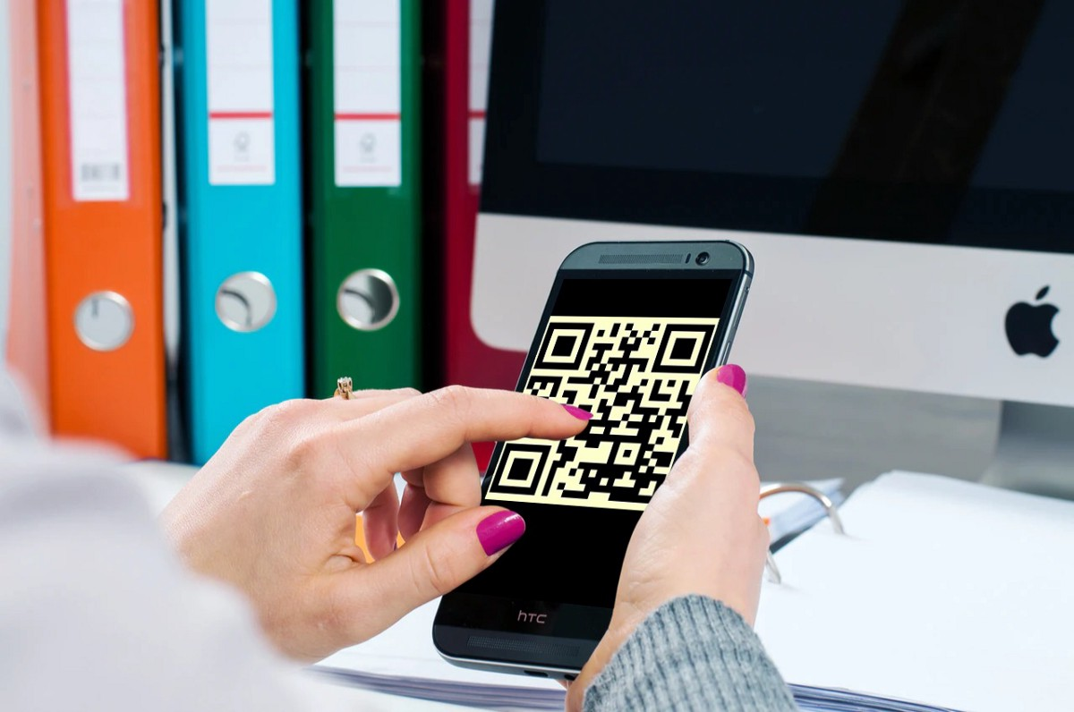 customer scanning QR code