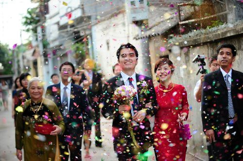 62c09300bc6 A big fat Vietnamese wedding is something all Western visitors to Vietnam  should try to get themselves invited to. A big fat Vietnamese wedding is  generally ...