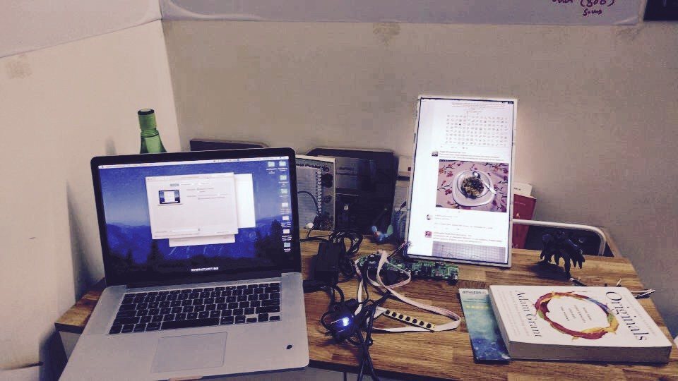 turn your old useless laptop screen into an external monitor rh hackernoon com