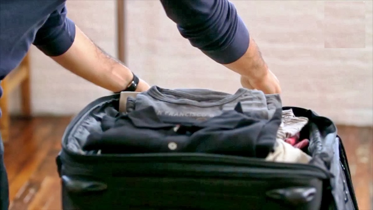 How to unwrinkle your clothes without an iron impulseflyer medium - How to unwrinkle your clothes with no iron ...
