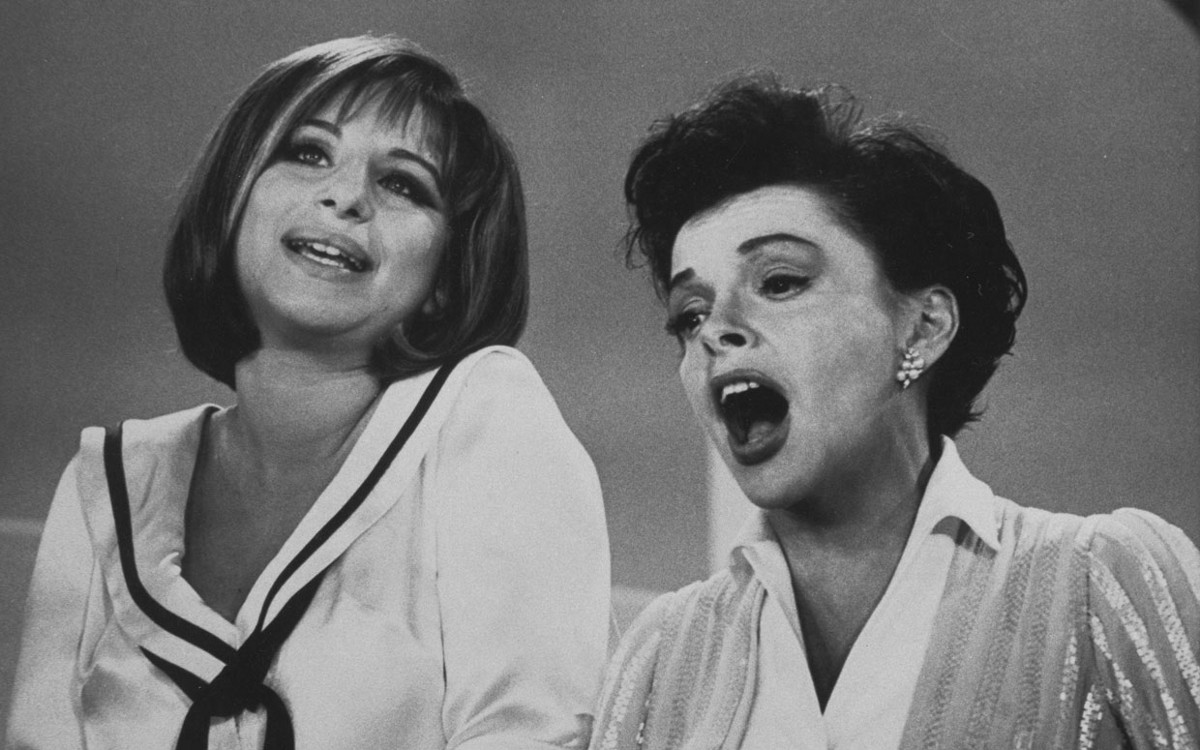 Barbra Streisand and Judy Garland singing in a black and white photo