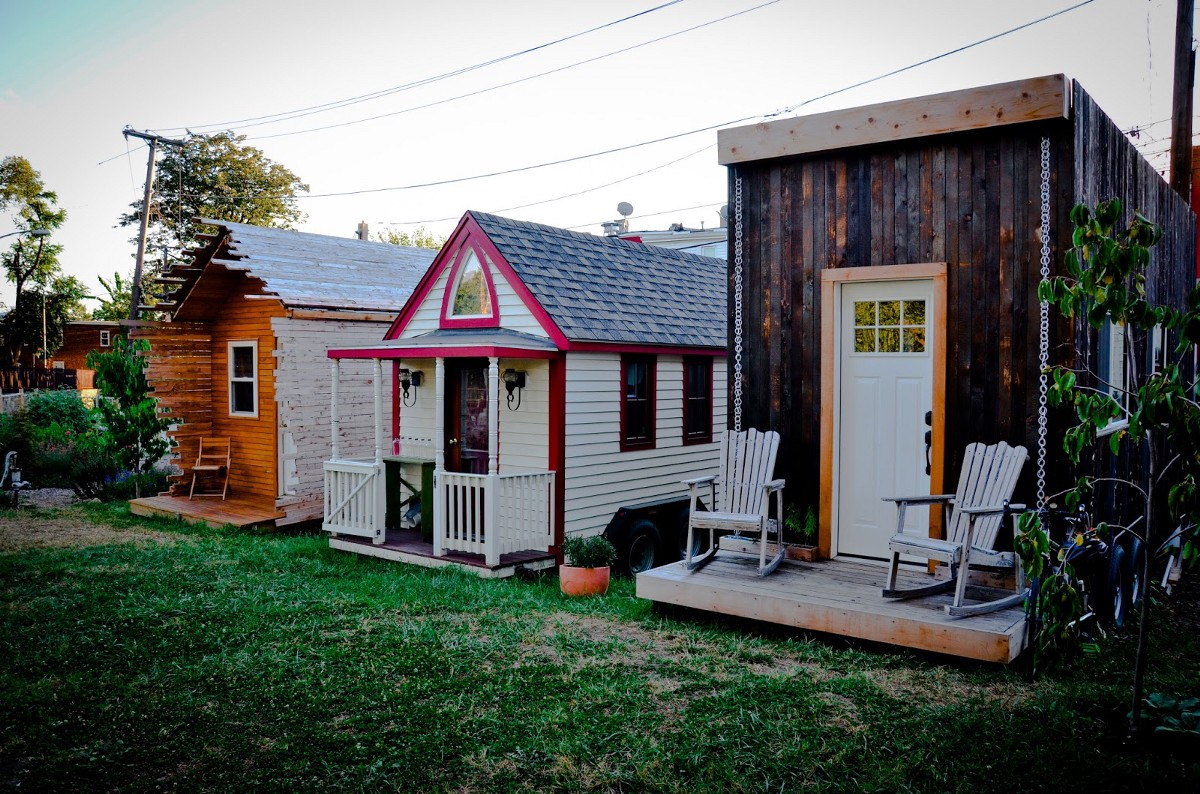 Jay austin s beautiful tiny house also illegal in houston for Beautiful medium houses