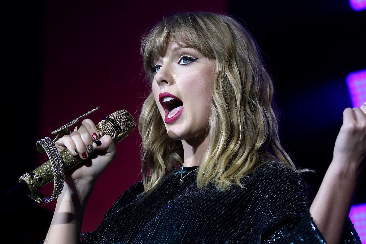 11:11 Music Business News — How Taylor Swifts New Record Deal with