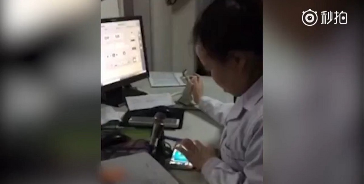 Doctor suspended for playing mahjong on her phone while examining patient