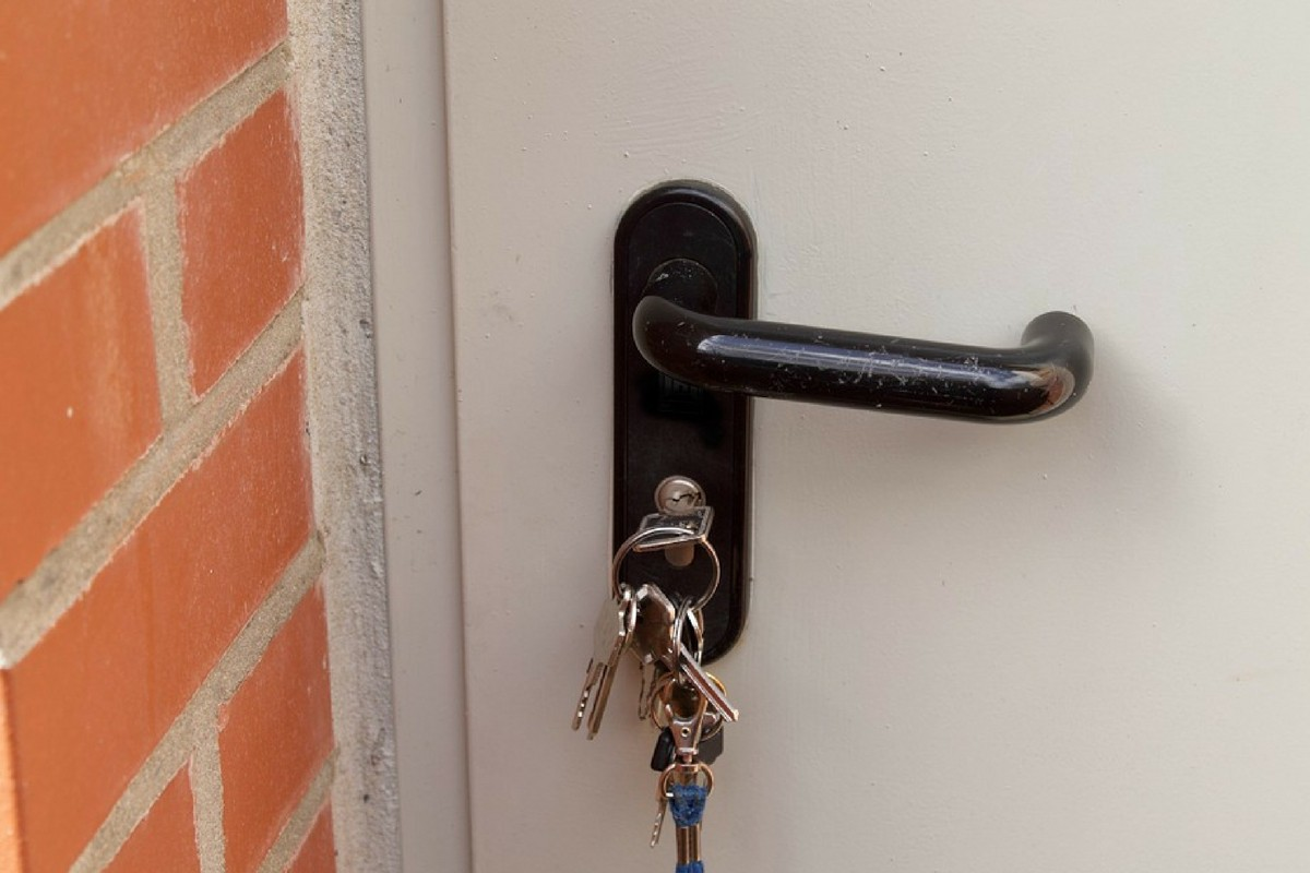 It is never a good sign when you discover that your key keeps turning inside a lock without opening or locking the door particularly if that door belongs ... & Why Do The Keys Keep Turning In The Lock Of Your Door?